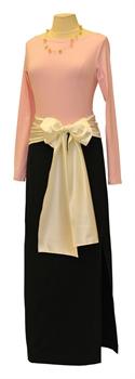 Obrázek Variace belaroma růžovo-černá - tričko dlouhý rukáv s lodičkovým výstřihem, černá sukně dlouhá úplet, mašle smetanová